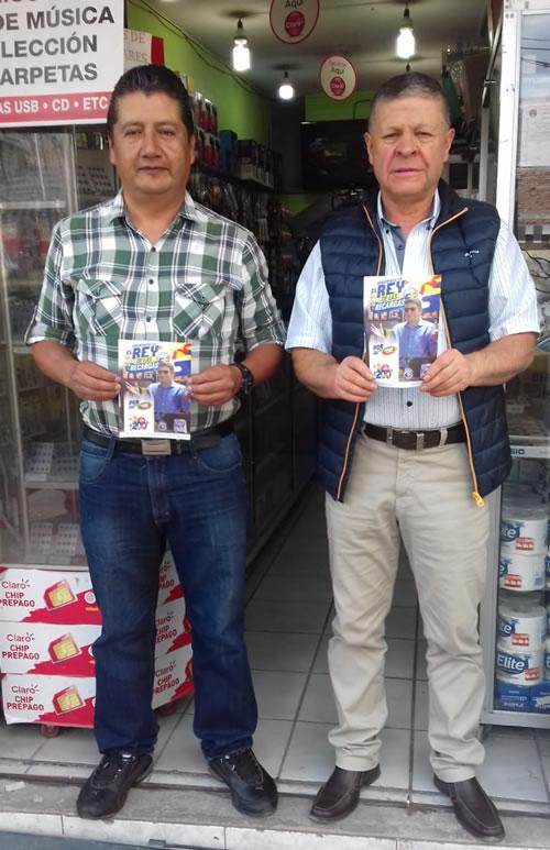Ejecutivo de Ponle+, Vinicio Mantilla, premió al Sr. Octavio Burbano en Otavalo